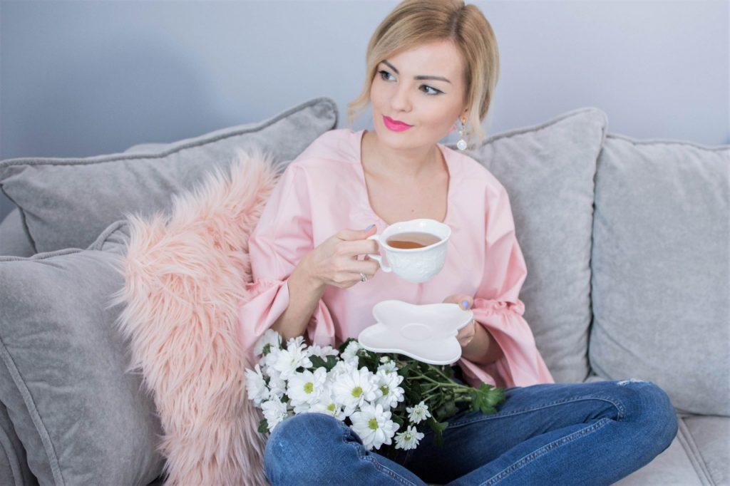 różowa bluzak z falbanami