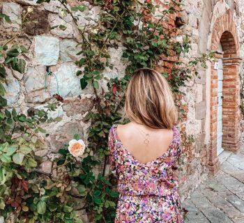 ania zając sukienka w kwiaty naszyjnik z perłą apart (Niestandardowy)